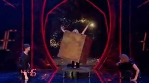 音速の魔術師!5分間で12個のイリュージョンで世界新記録の神業!